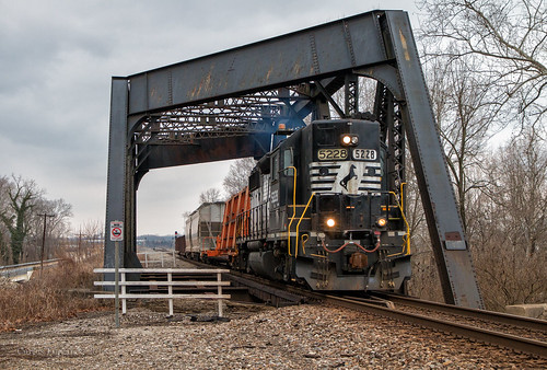 ns norfolk southern railroad high hood gp382 locomotive emd rail road train trains classic diesel bridge gloomy cloudy l55 freight rails columbus district 5228 serves south ohio chillicothe
