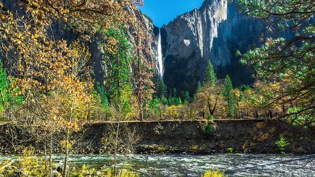Yosemite National Park . Caiifornia /USA   Merced River and Bridalveil Fall