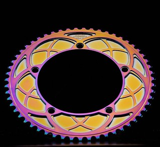 Bespoke Chainrings Stealth Rose 'Arches' chainring photographed by @drewkaplanphotography 👌🙌 All the colours of the rainbow - and performance too!! #bespokechainrings #stealthrose #arches  #track #chainring #rainbowchainring #bikeporn | by bespokechainrings