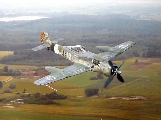 """1:72 Focke Wulf Ta 152J-2; """"Weisse Zwölf"""" (12+~ White) of the 10./JG26 der Deutschen Luftwaffe, piloted by Hauptmann Wernher Suhrbier; Flensburg, early 1946 (modified Mistercraft Fw 190 kit)"""