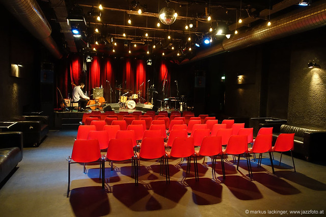 Soundcheck: Karsten Hochapfel: guitar, cello