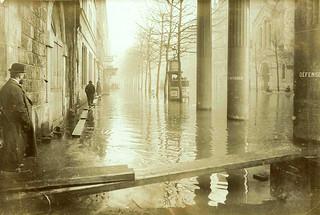 France, Paris, Avenue Ledru-Rollin, (dé)crue de 1910 [(subsiding of) Floodwater], detail