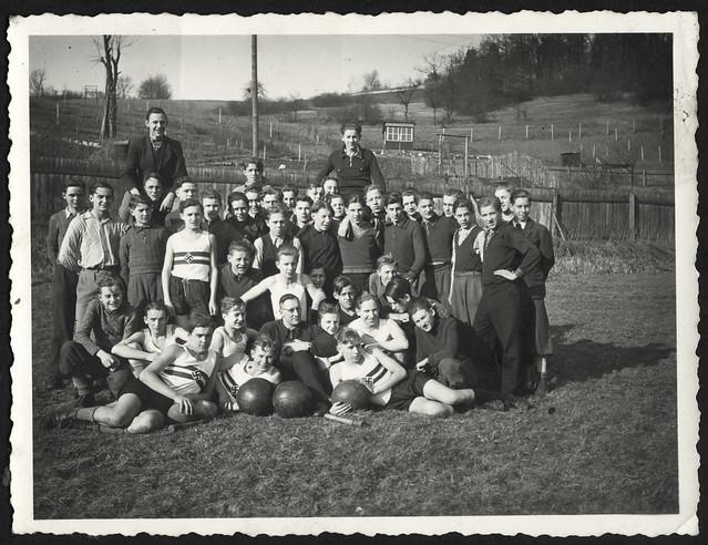 Archiv O980 Auf dem Sportplatz, 1930er