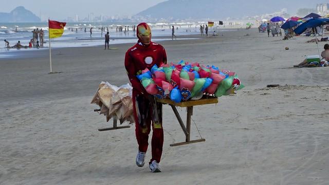 O segundo emprego do Homem de Ferro (série com 3 fotos)  // The second job of Iron Man (series with 3 photos)