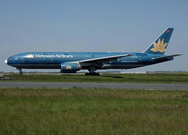 VN-A146, Boeing 777-26K(ER), 33505-486, Vietnam Airlines, CDG/LFPG, 2014-05-18, taxiway Bravo-Loop,