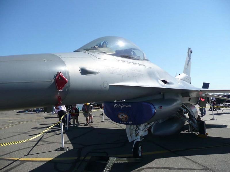 General Dynamics F-16C Fighting Falcon 2