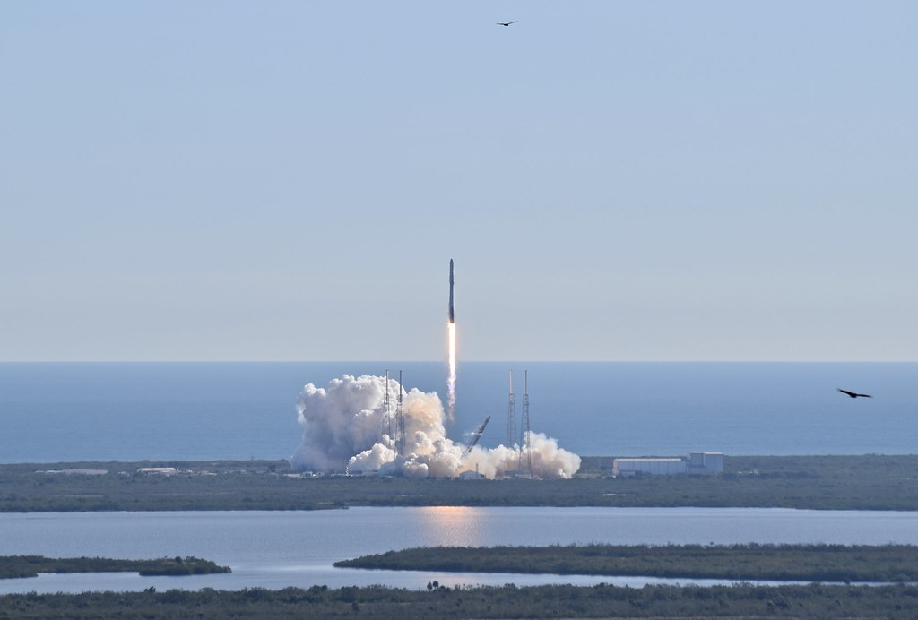 Liftoff, SpaceX CRS-13