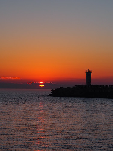 初日の出 太陽 朝 元旦 海 空 灯台 大磯 神奈川 日本 sunrise lighthouse new year morning sea sky sun oiso kanagawa japan fishing port