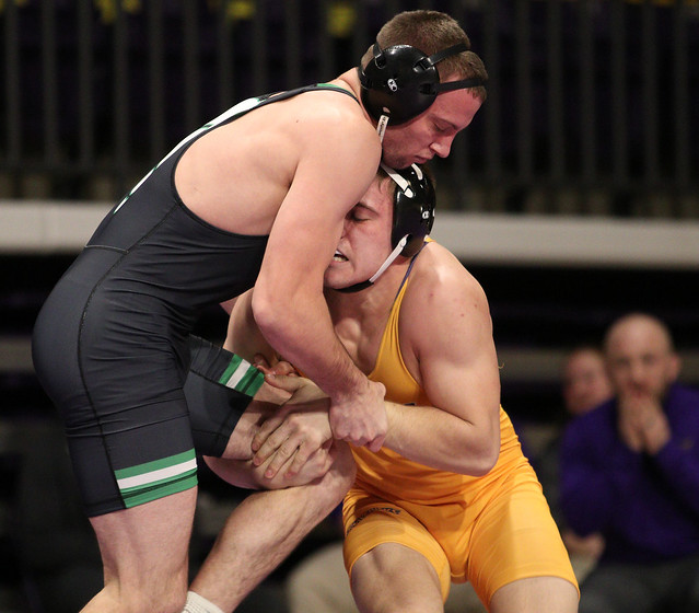 174: #1 Nick Becker (UWP) Dec. over Zach Johnston (MSU) 13-8 | UWP 13 – MSU 12 - 180106amk0115