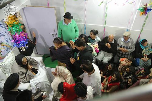 Devotees seeking blessings at Sant Nirankari Satsnag Bhawan, Balkrishan Colony, Agar