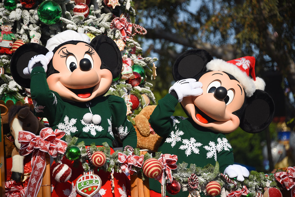 Christmas Minnie Mouse Disneyland.Minnie Mouse Mickey Mouse In A Christmas Fantasy Parad