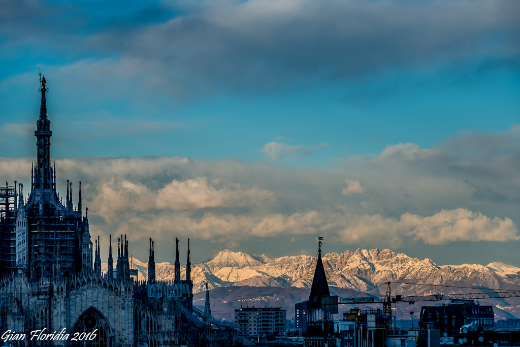 Milano: guglie e cime innevate