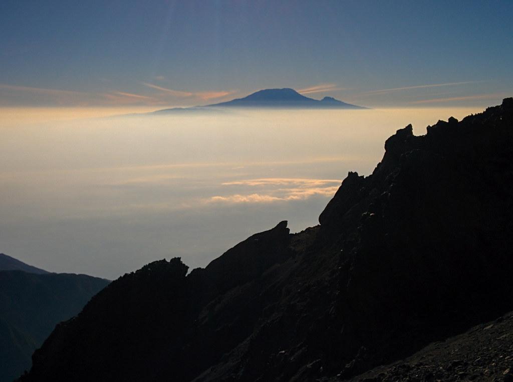 Blick zum Kilimanjaro - Gipfeltag - 3. Tag Mount Meru Tour, 2016