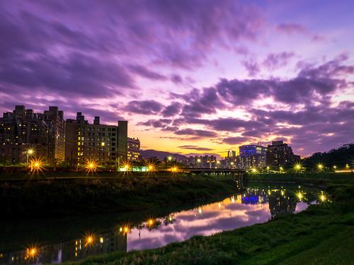 night bridge taiwan taipei sunset cloud cloudy light urban mirror reflect building blue purple river sun evening asia 亞洲