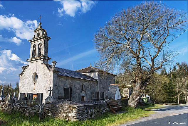 In summer, the shadow of the tree protects the church. En verano, la sombra del árbol protege a la iglesia