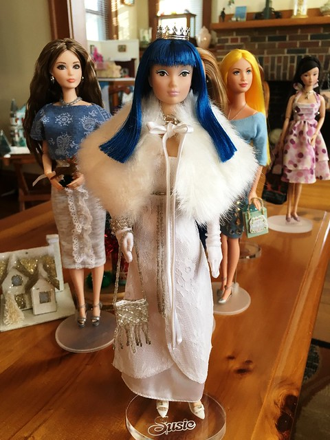 Blue Siberian Moon Susie - who will be playing a special role in my Christmas decorating, coming soon!