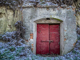 winecellar red door