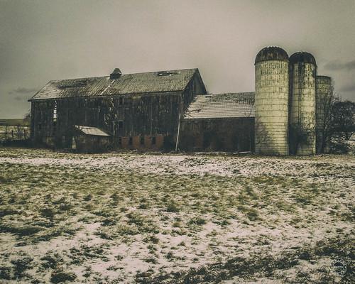 landscape winter warwick farmers landmark day rural snow historical orangecounty silo sky farm woodenhouse conditions newyork field unitedstates us