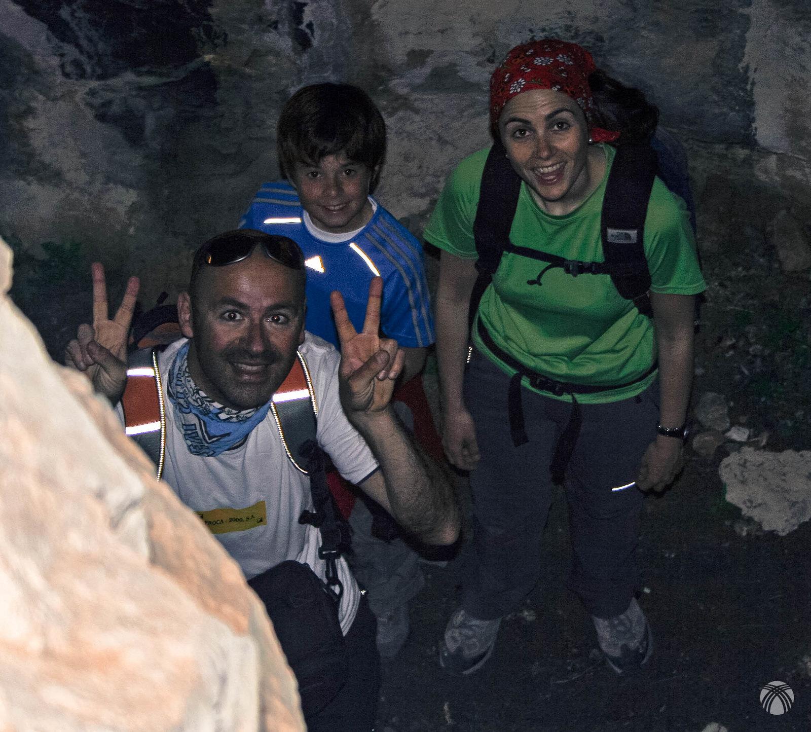 Dentro de una de las muchas cuevas que jalonan el recorrido