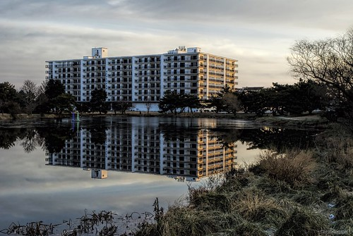 rehobothbeach reflection reflections lakereflection lakeside rehobothbeachde rehoboth darkness delaware de hotel beachside morning morninglight henlopenhotel lakegerar lakegerarpark