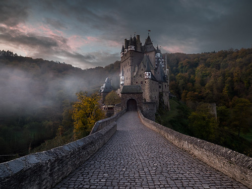 wierschem rheinlandpfalz deutschland de eltz burg castle mist fog cloud autumn germany europe travel sky trees forest bridge