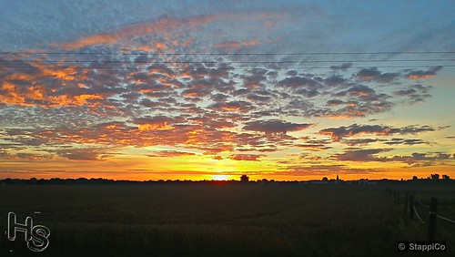 morgengrauen sonnenaufgang vorderhaustür mönchengladbach nrw deutschland morgenstimmung morgenröte brd