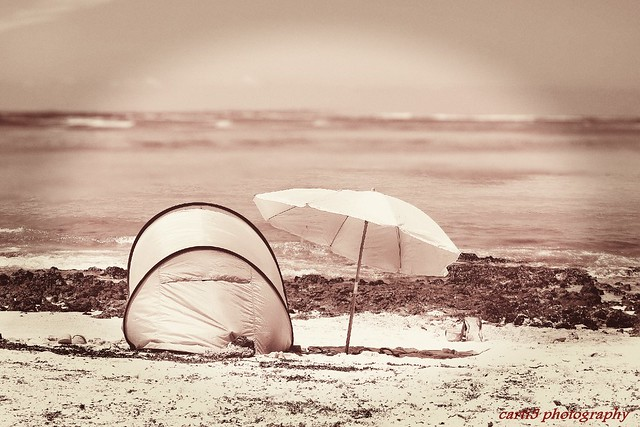 últimas vacaciones - last vacation, nostalgia, empty coast and beach tent