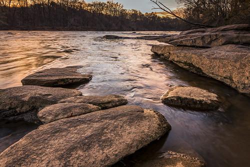 islandfordchattahoocheerivernationalrecreationarea christmas day morning sunrise river water reflection daybreak rocks atlanta sandy springs georgia