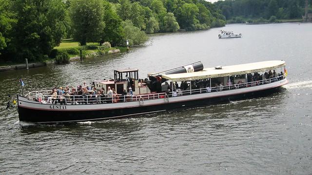 1908 Dampfschlepper DS Gustav von Werft Gebr. Wiemann in Brandenburg/H. bei Reederei Weiße Flotte auf Havel nördlich Glienicker Brücke in 14473 Potsdam
