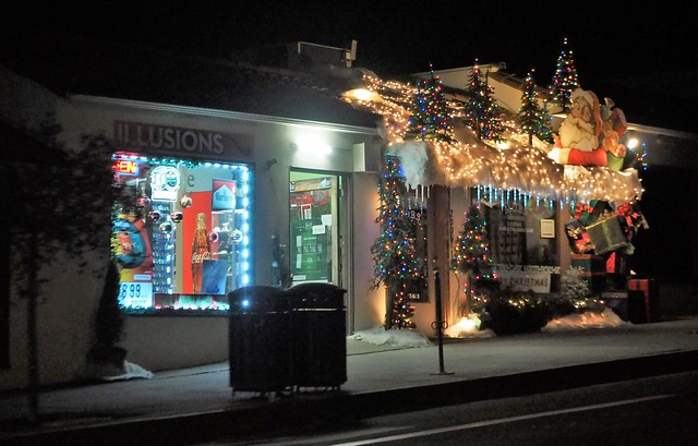 QC230154 Santa Barbara holiday lights tour State St MOAB crop shad100