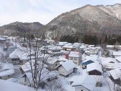 車窓から見える冬の滝ノ原集落