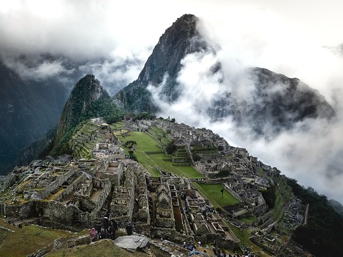 machu picchu green nature cloudy old ruins incas mountains beautiful ancient historical cusco oldmountain oldcity inca empire worldwonder wonderoftheworld nice crazy inlove awesome amazing tourist tourists travel perutravel people cloudyday hidden sun lightroom earlymorning sunrise vacationpicture machupicchu summer travelling love