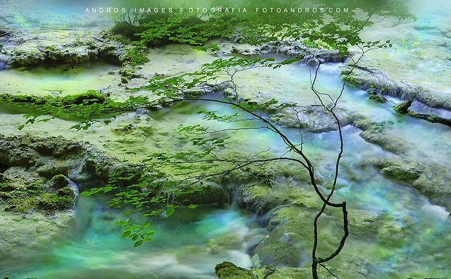 EL VIAJE DEL AGUA - Terrazas en el río Urederra
