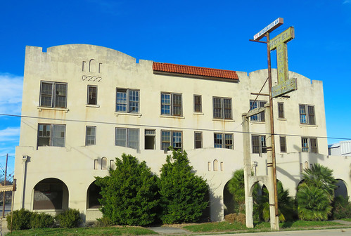 hotel closed vintagehotel metalsign neon vintagesign smalltown ozona texas