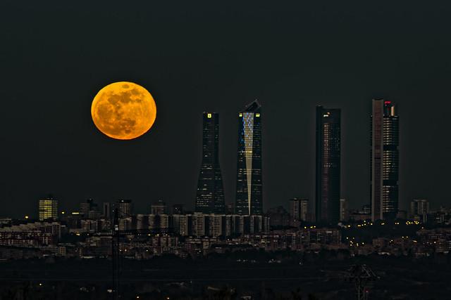 Big Moon over Madrid