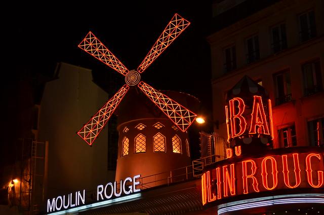 Moulin Rouge Paris)