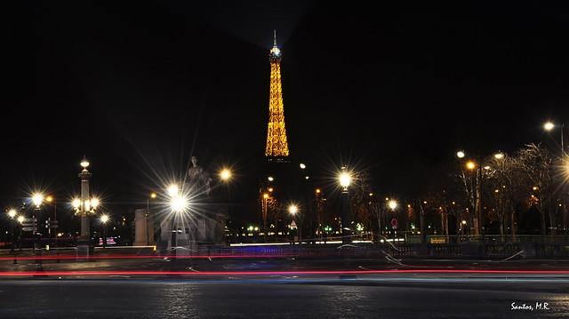 Guiños en la noche parisina.