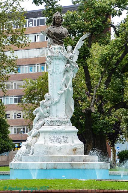 Bilbao - Statue In Doña Casilda Iturrizar Park
