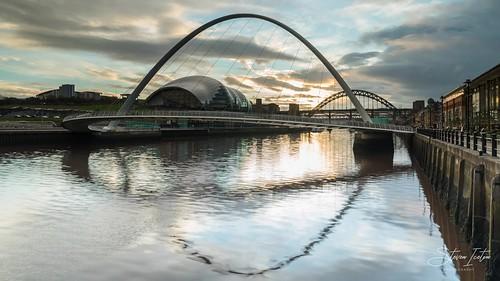 timelapse time lapse newcastle newcastlequayside millenniumbridge gateshead sonya7riii sony sonyalpha sunset river tyne