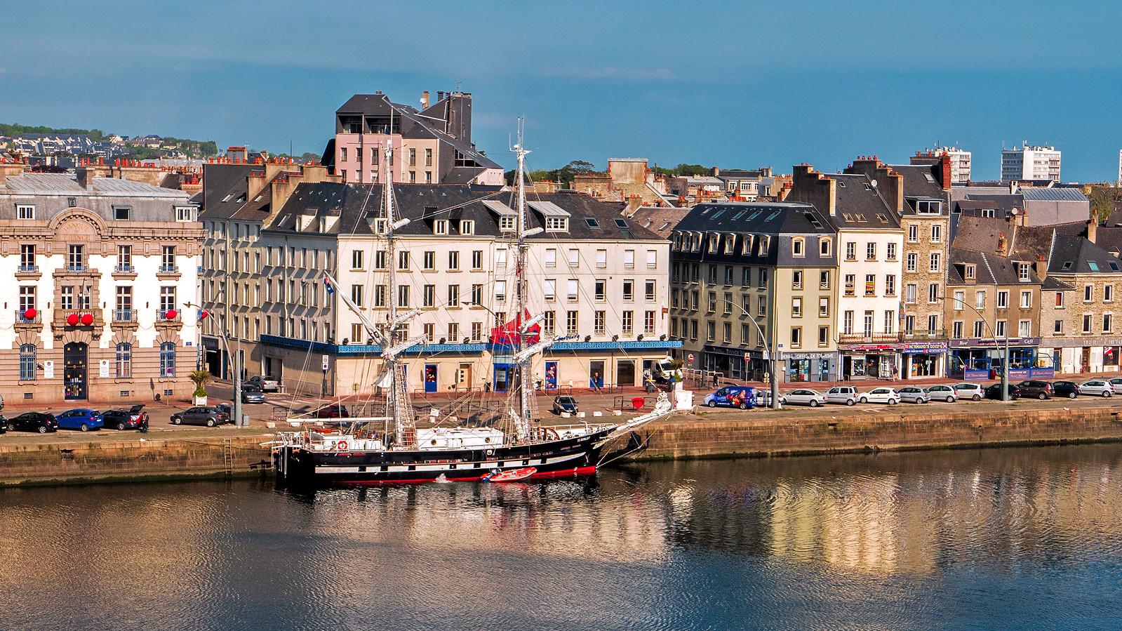 P1080942 - Petit port de Cherbourg France