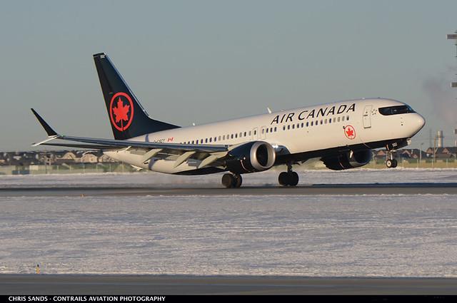 Air Canada B38M CFSCY