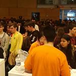 Estudiantes de ingenierías y arquitectura informando a futuros estudiantes