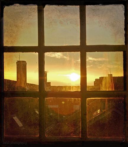 stadsarchiefdelft huisvansavoye delft kelskphotography zuidholland holland nederland netherlands zonsondergang sundown sunset daken raam roofs window sad textuur texture