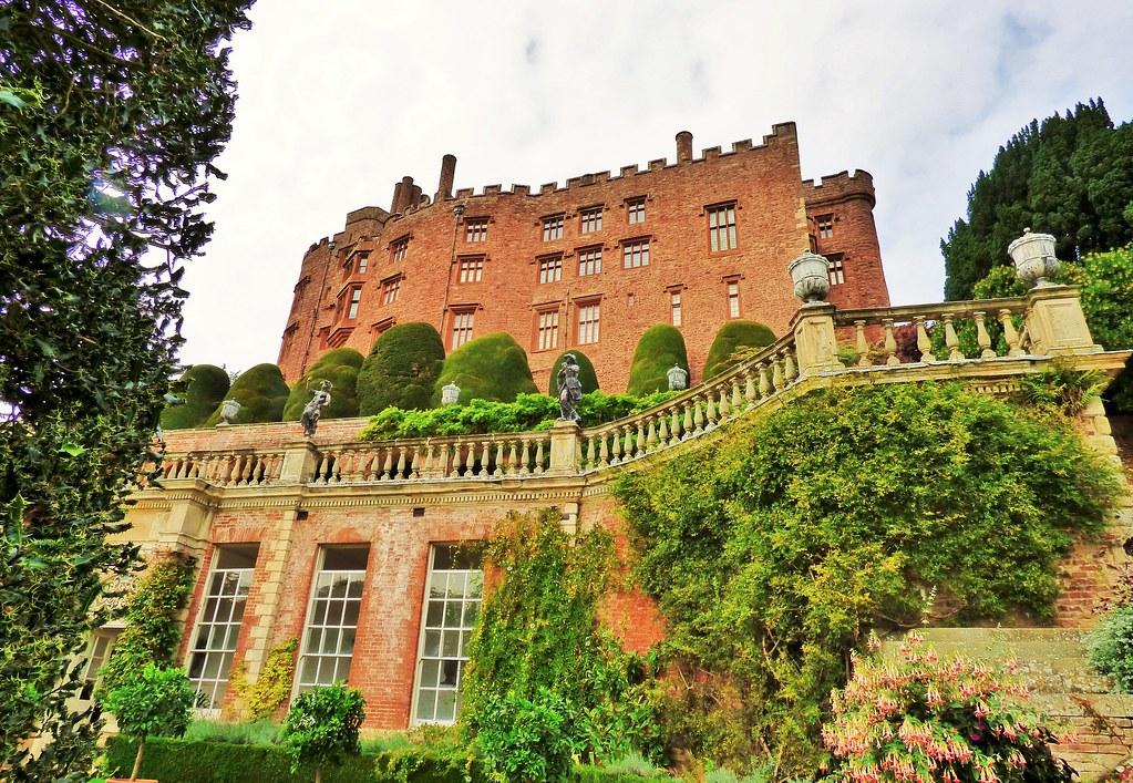 """Résultat de recherche d'images pour """"Powis Castle wales"""""""
