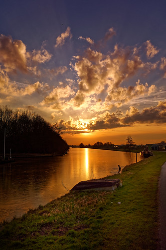sunset nature dusk sky water outdoors reflection landscape lake summer scenics cloudsky sun sunrisedawn night sunlight tranquilscene sea river beautyinnature