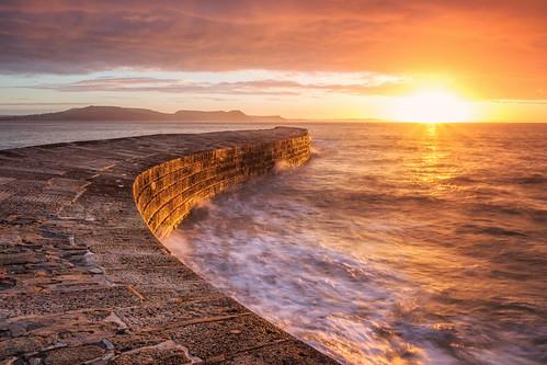 thecobb lymeregis dorset seascape sunrise seascapes landscape landscapes landscapephotography landmark landmarks sea ocean water waves sky cloud clouds dawn morning england greatbritain canon eos100d efs1585mmisusm eos
