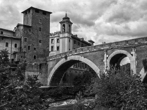 tiber river rio riotiber pontefabricio islatiberina roma rome italy bridge