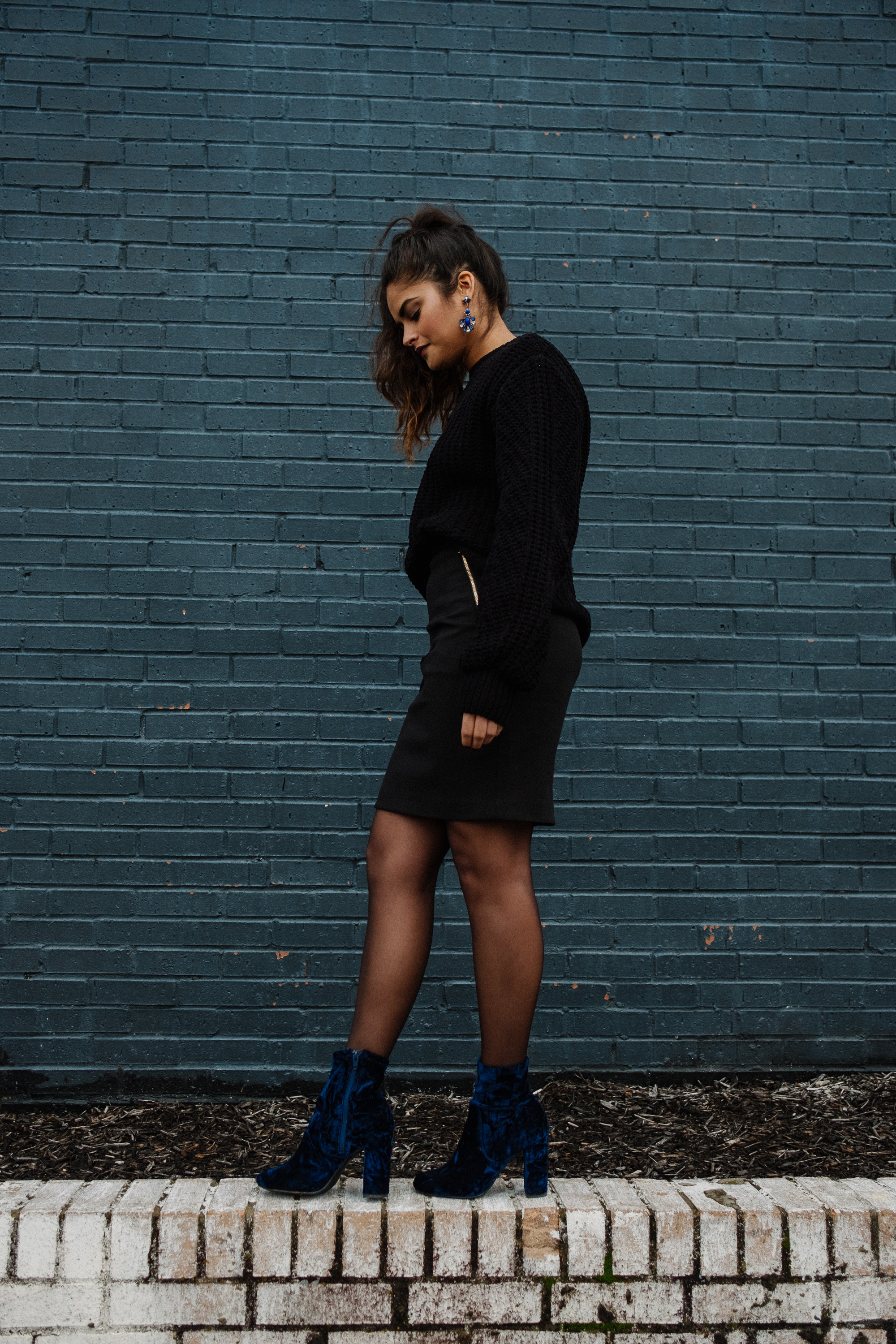 Priya the Blog, Nashville fashion blog, Nashville fashion, Nashville blogger, blue velvet booties, Target velvet booties, Winter outfit, Winter outfit with Velvet booties, Monochrome black outfit with blue booties