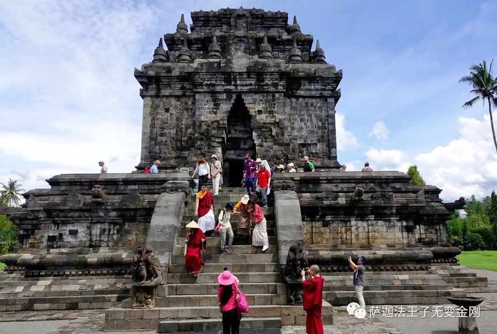 Pilgrimage to Borobudur, Indonesia | A small group of friend… | Flickr