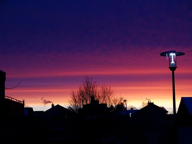 Morgenhimmel Straßenlaterne